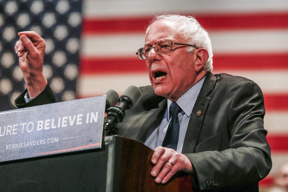 Bernie Sanders habla a una nutrida audiencia. (Foto: EFE)