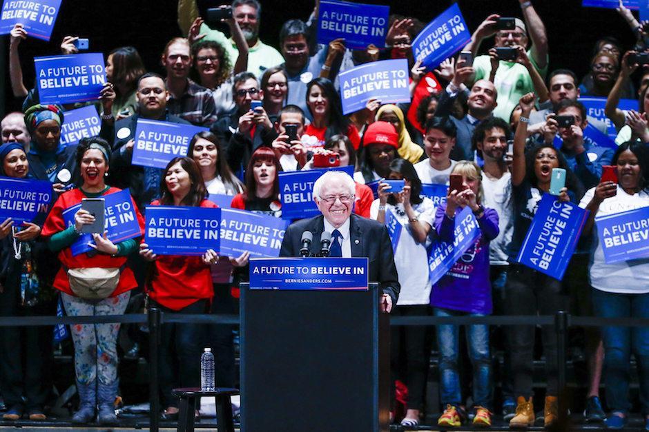 Los jóvenes principalmente son los que apoyan al senador demócrata. (Foto: EFE)
