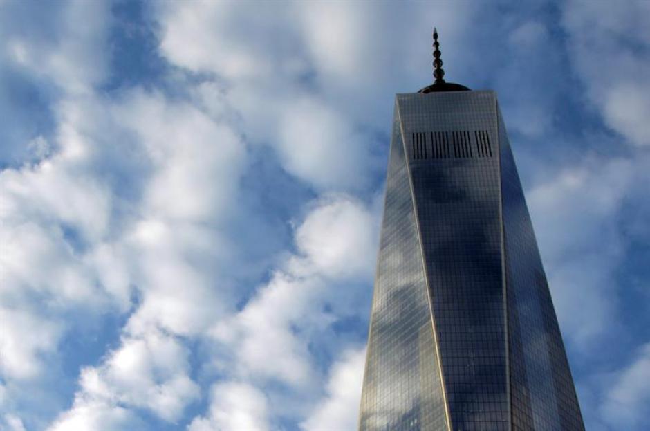 La antena del One World Trade Center también se iluminará con los colores belgas al caer la noche en Nueva York. (Foto EFE)