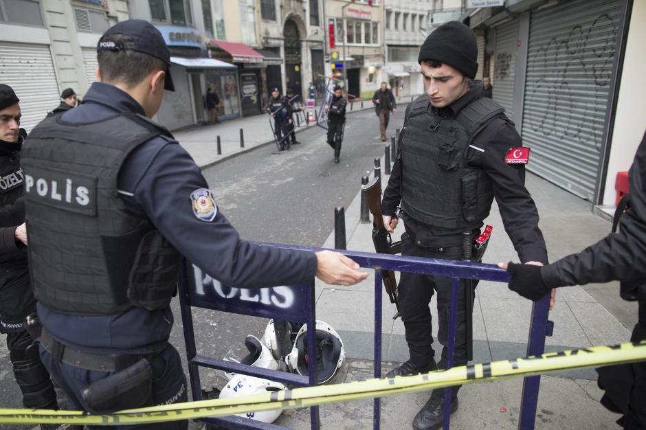 El suicida detonó los explosivos mientras caminaba por la calle Istiklal. (Foto: EFE)