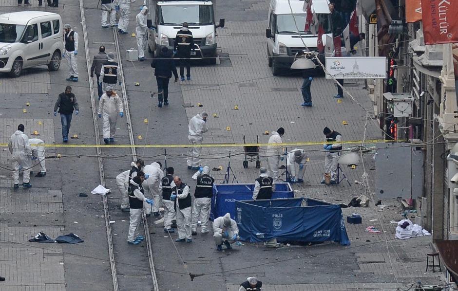 El ataque fue a una hora temprana en la calle peatonal cerca del edificio de gobernación. (Foto: EFE)