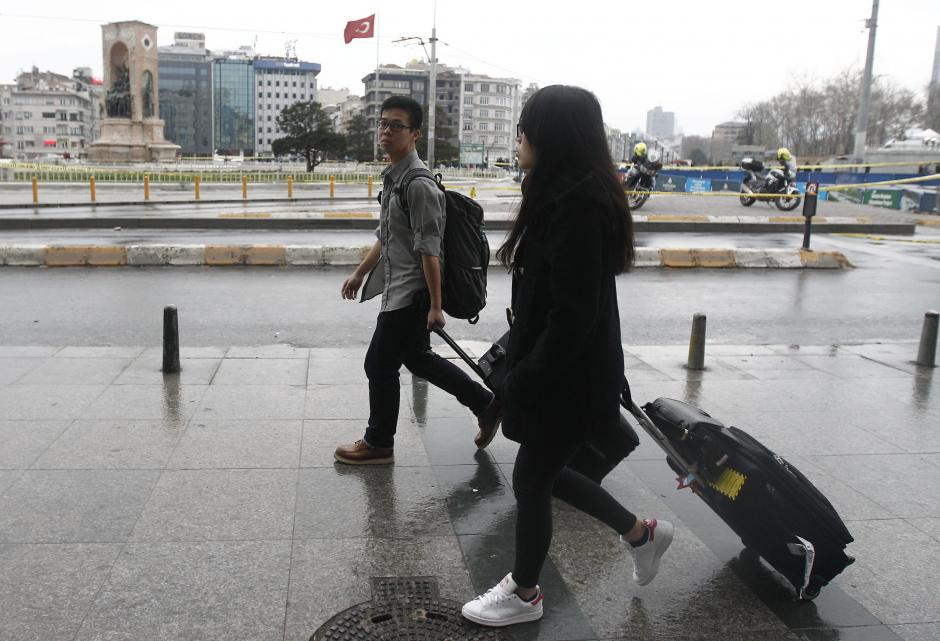 Los turistas abandonaron sus hoteles tras el ataque. (Foto: EFE)