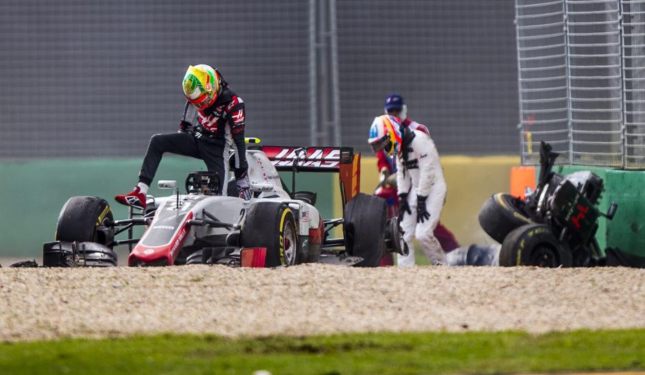 La colisión se dio en al vuelta 17 cuando el piloto español intentaba adelantar al mexicano. (Foto: EFE)