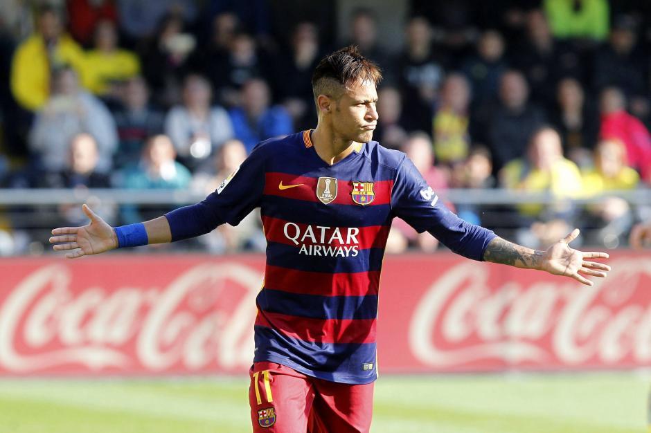 El delantero brasileño del FC Barcelona Neymar Jr., celebra el gol marcado al Villarreal, el segundo del equipo, durante el partido de la trigésima jornada de la Liga de Primera División que se juega hoy en El Madrigal. (Foto: EFE/Domenech Castelló)