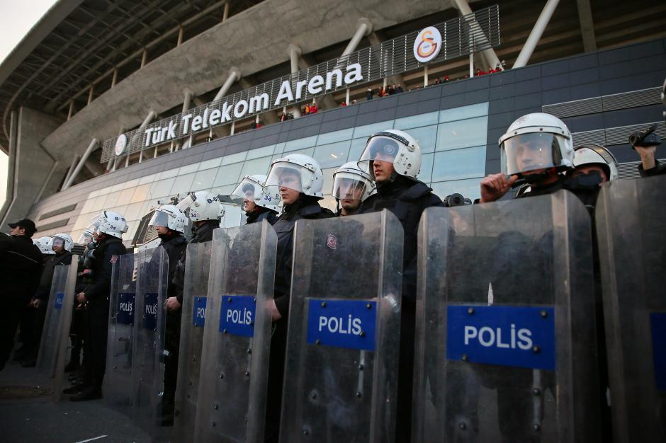 El partido estaba programado para las 19:00 horas en el Türk Telecom Arena. (Foto: EFE)