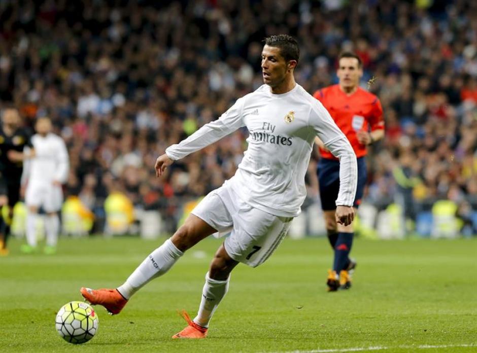 Cristiano Ronaldo anotó para colaborar con su equipo en la victoria sobre Sevilla. (Foto: EFE)