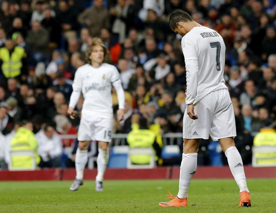 Ronaldo se lamentó luego de fallar un penal. (Foto: EFE)
