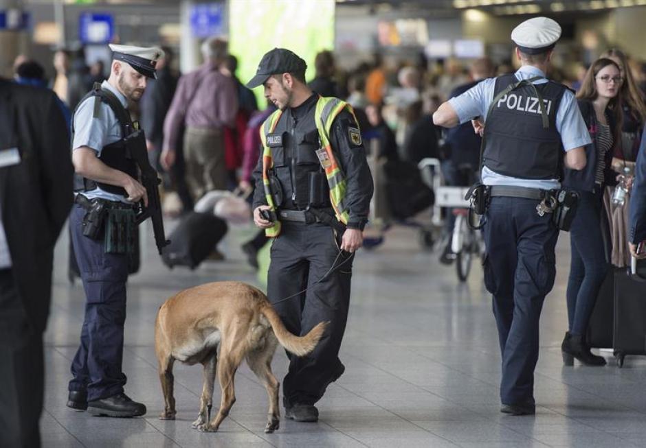 Cientos de policías resguardan la ciudad de Bruselas. (Foto: EFE)