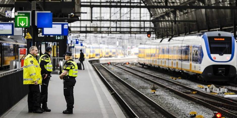 Cientos de personas que se transportaban en el metro, quedaron atrapados. (Foto: EFE)