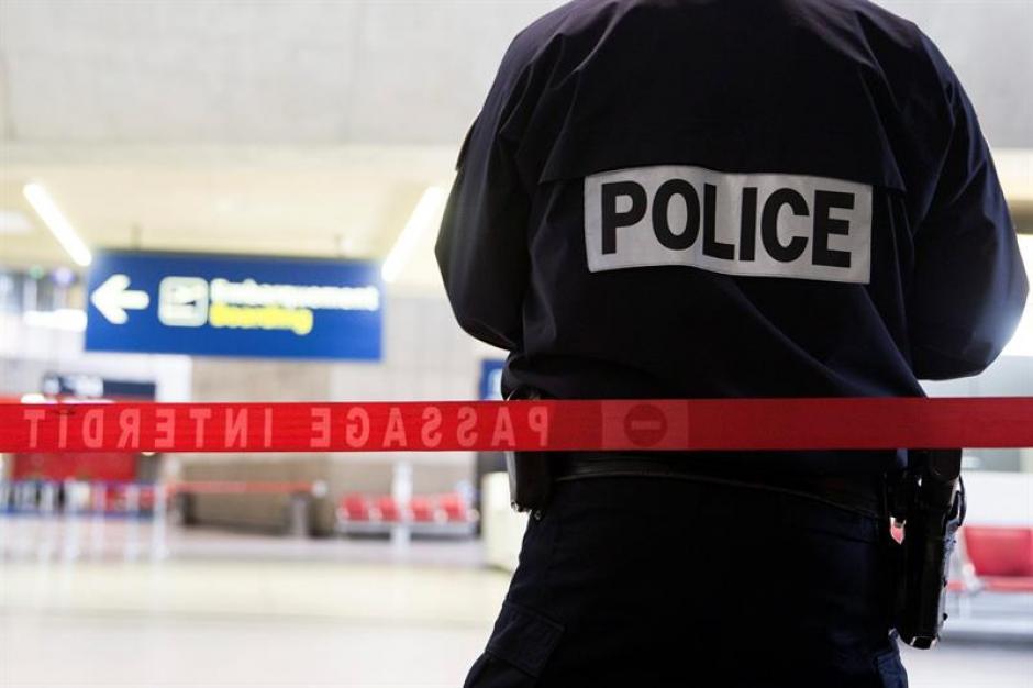 La policía ha acordonado las áreas de los ataques que se presumen fueron causados pos Isis. (Foto: EFE)