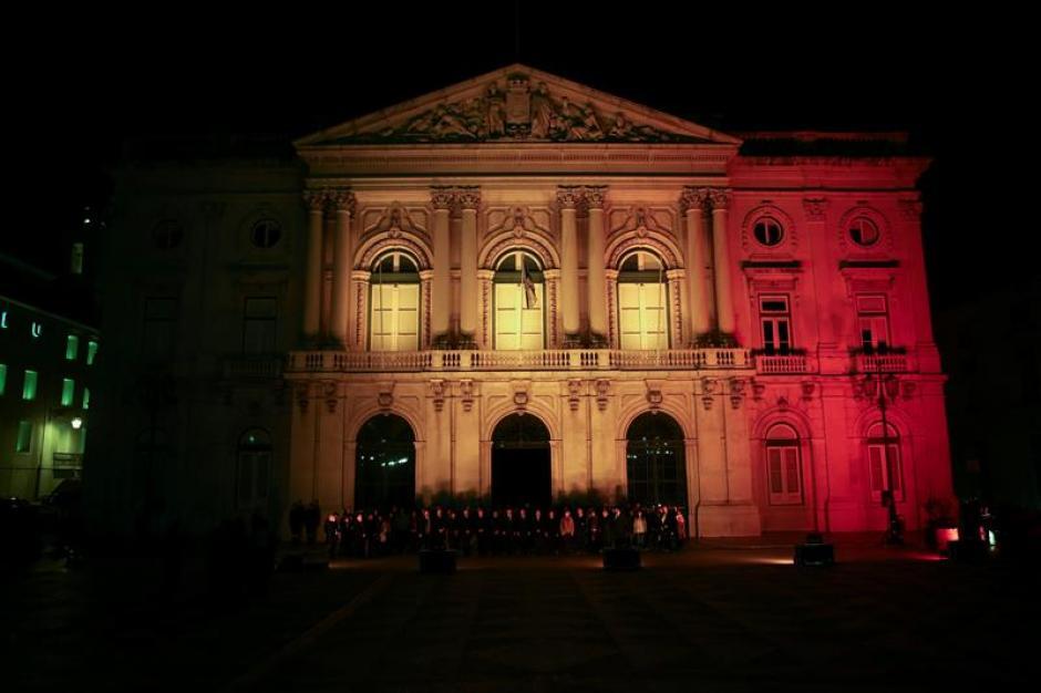 El Ayuntamiento de Lisboa también mostró su solidaridad. (Foto EFE)