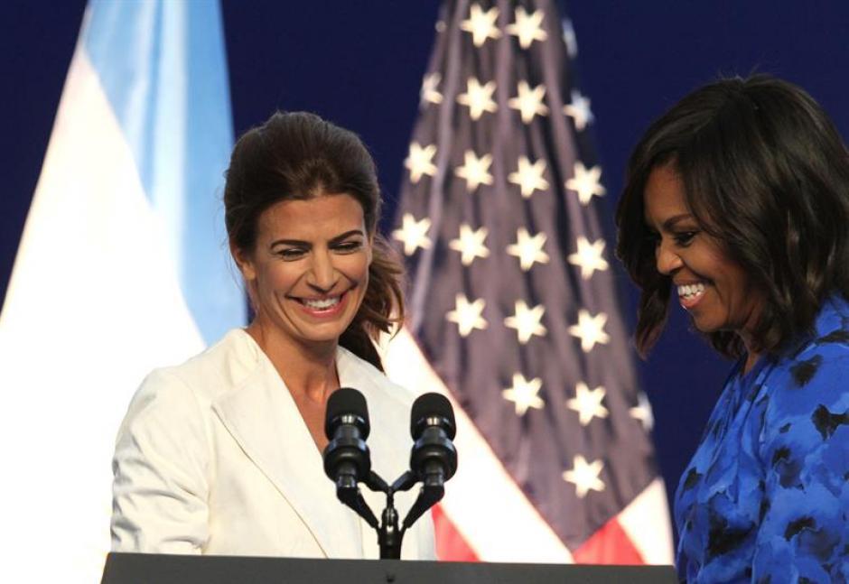 La primera dama argentina, Juliana Awada, estuvo con Obama en su primera actividad oficial (Foto: EFE)