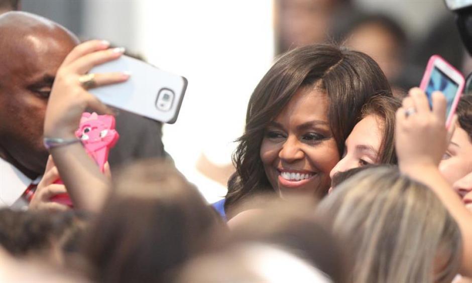 Después de su discurso, Michelle Obama, las asistentes estallaron en aplausos. (Foto: EFE)