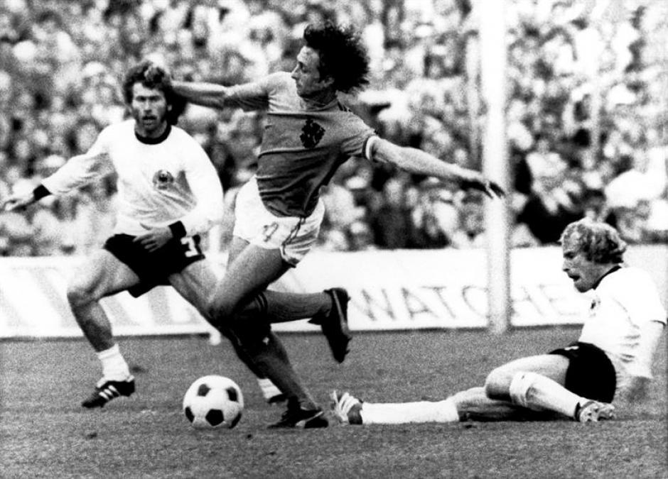 El sello Cruyff, como jugador, estuvo siempre presente y lo convirtió en leyenda. (Foto: EFE)