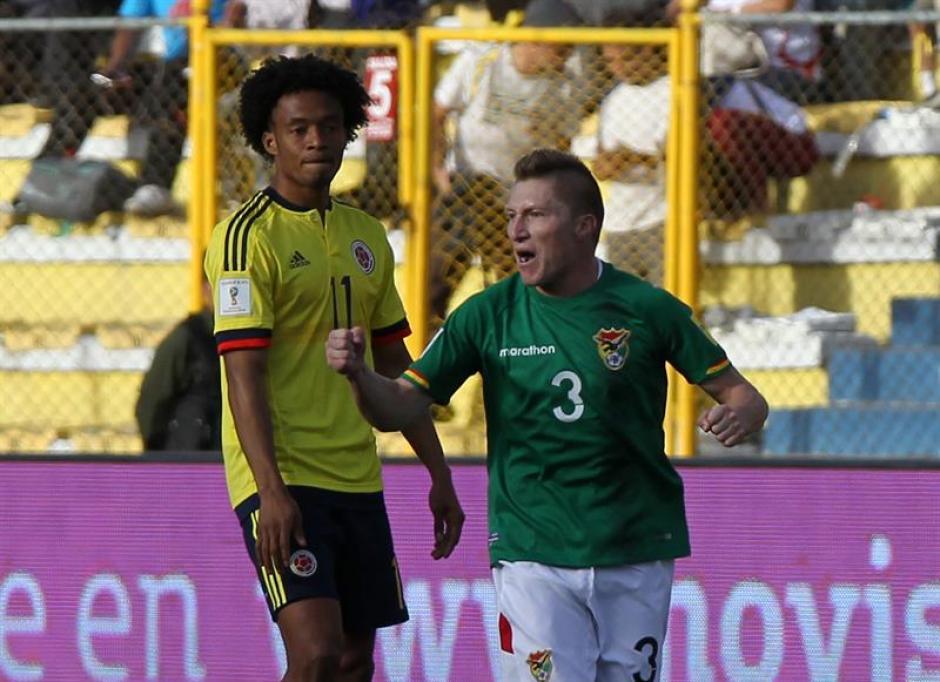 Alejandro Chumacero de Bolivia, celebra la anotación de un gol ante Colombia. (Foto: EFE)