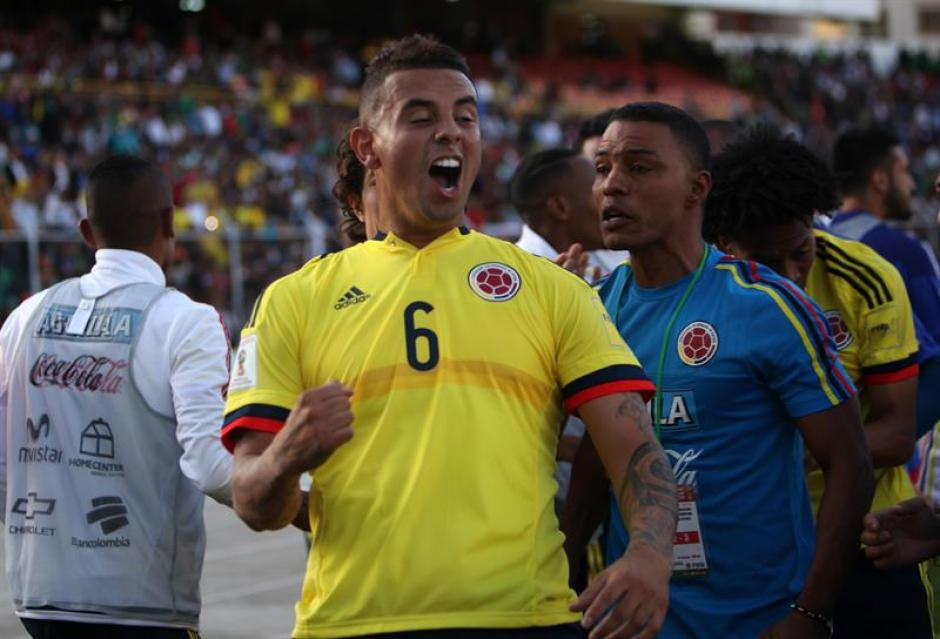 Edwin Cardona de Colombia celebra la anotación de un gol ante Bolivia. (Foto: EFE)