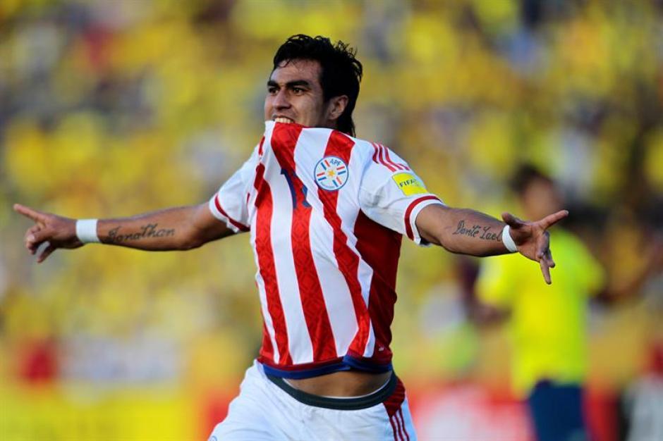 Darío Lezcano celebra el segundo gol anotado a la seleccion de Ecuador. (Foto: EFE)