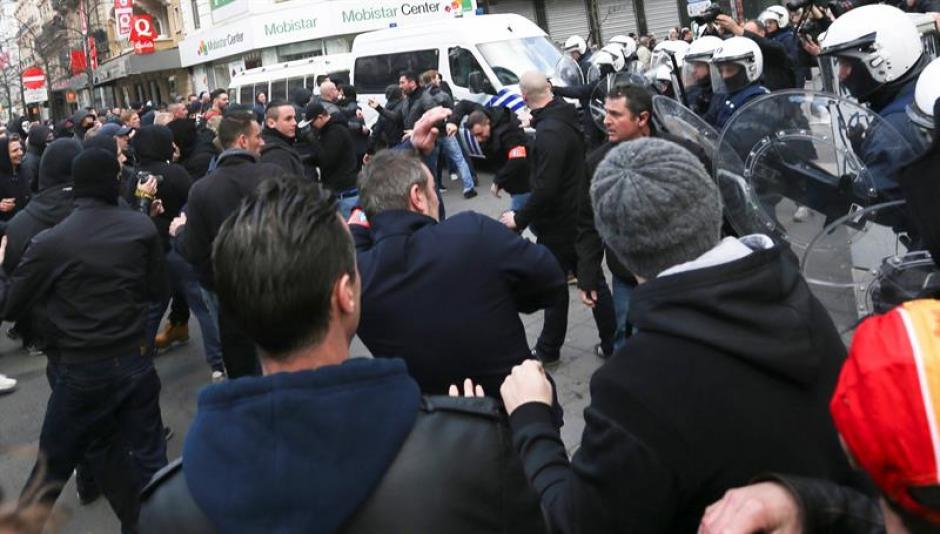 Una manifestación pacífica para homenajear a las víctimas de los atentados en Bruselas fue interrumpida por radicales belgas. (Foto: EFE)