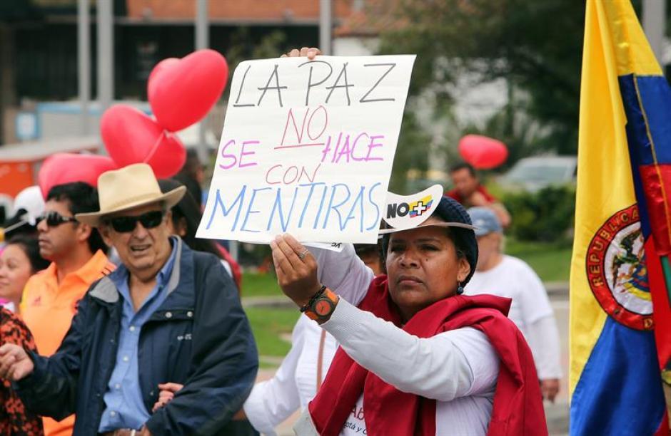 Manifestantes participan en una marcha contra el gobierno de Colombia. (Foto: EFE)