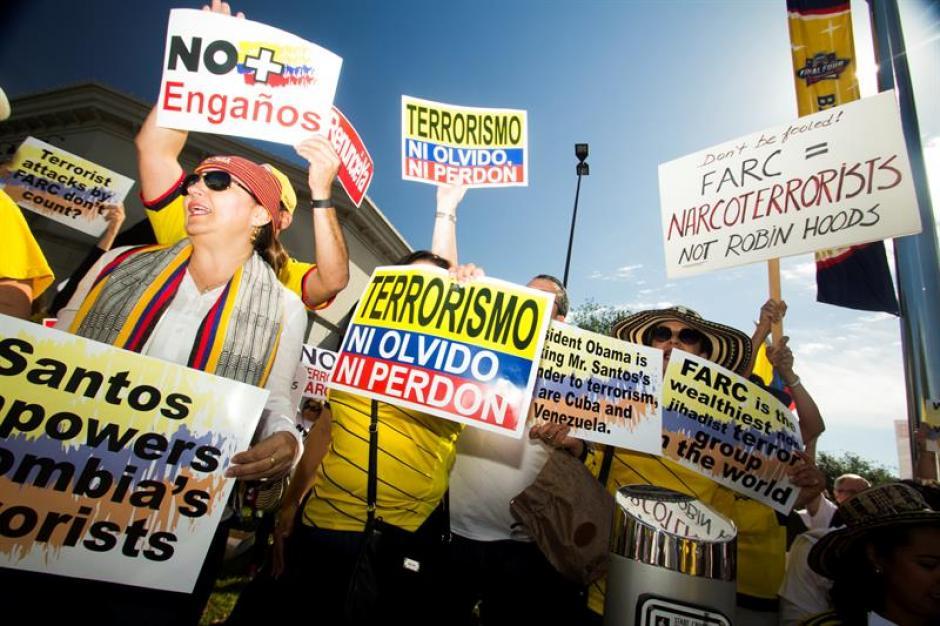 Con pancartas y cientos de mensajes los colombianos rechazan a Santos. (Foto: EFE)