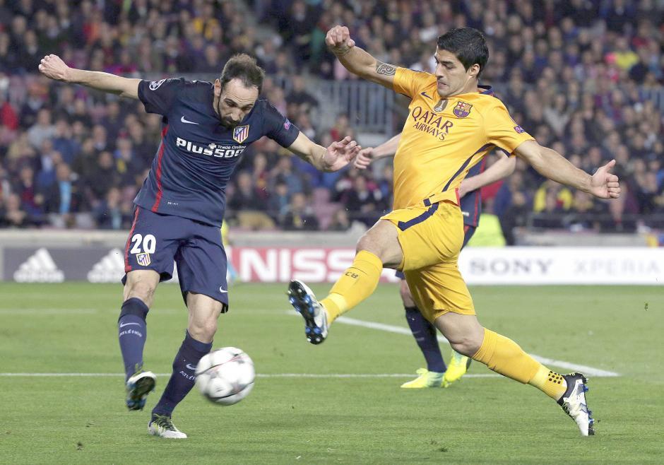 Luis Suárez fue el que más luchó en el ataque del Barsa. (Foto: EFE)