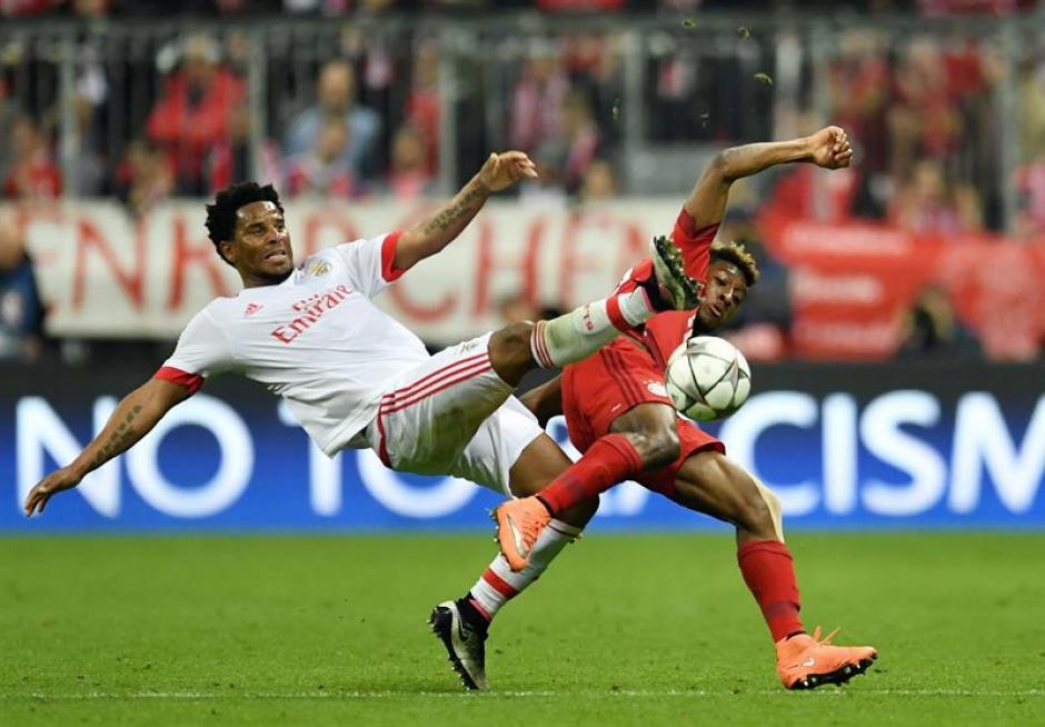 El juego fuerte fue la constante en este duelo disputado en Alemania. (Foto: EFE)