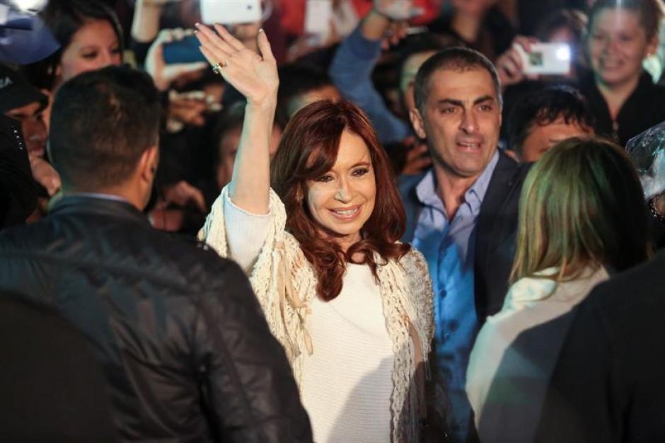 La expresidenta Cristina Fernández de Kirchner arribó al Aeroparque Jorge Newbery. (Foto: EFE)