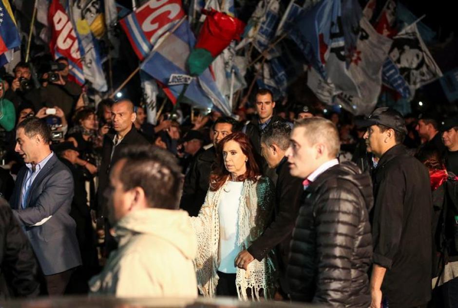 Cristina regresó a Buenos Aires para declarar en la causa dólar a futuro. (Foto: EFE)