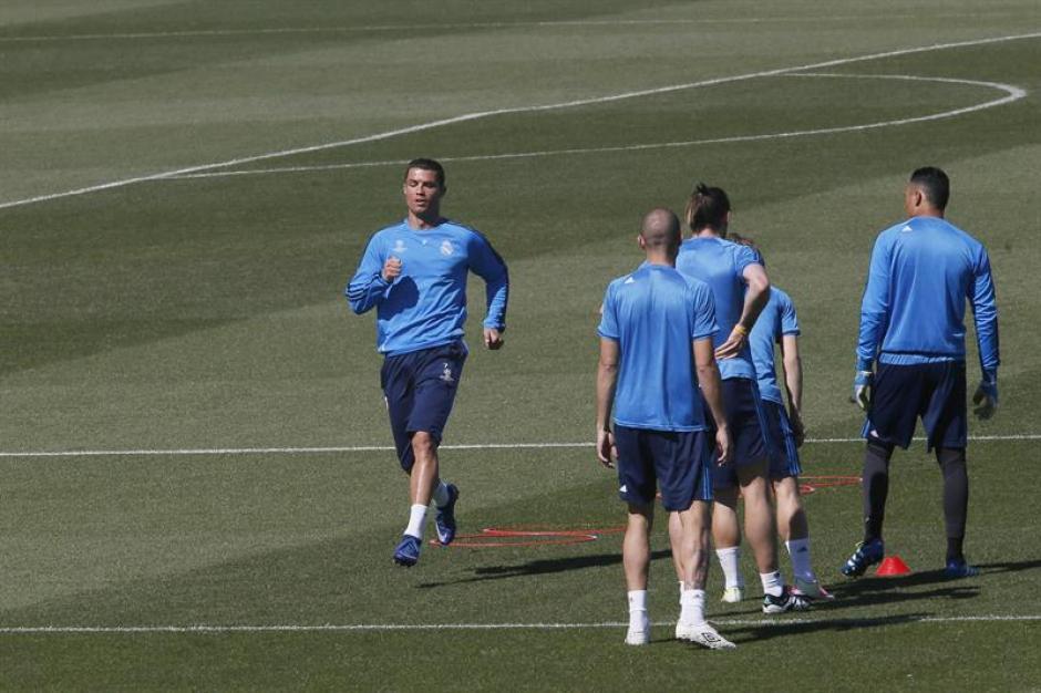 CR7 entrena de cara al partido de vuelta de semifinales de la Liga de Campeones. (Foto: EFE)