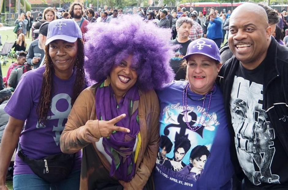 Fanáticos de Prince lo recuerdan como uno de los grandes artistas de todos los tiempos. (Foto: EFE)
