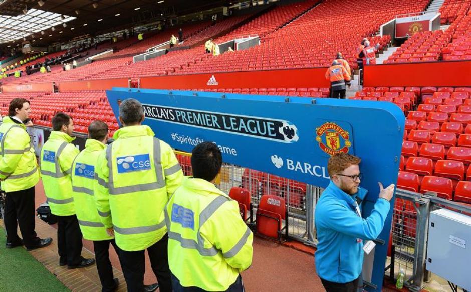 """La seguridad del estadio puso en marcha la """"operación código rojo"""" para evacuar a los aficionados. (Foto: EFE)"""