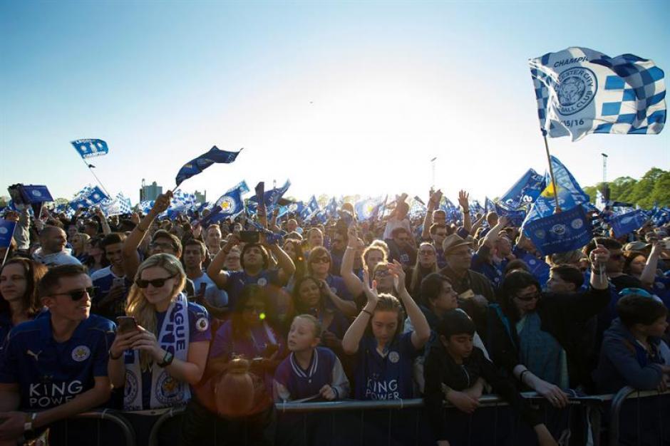 Así lució el desfile del Leicester campeón de la Premier League. (Foto: EFE)
