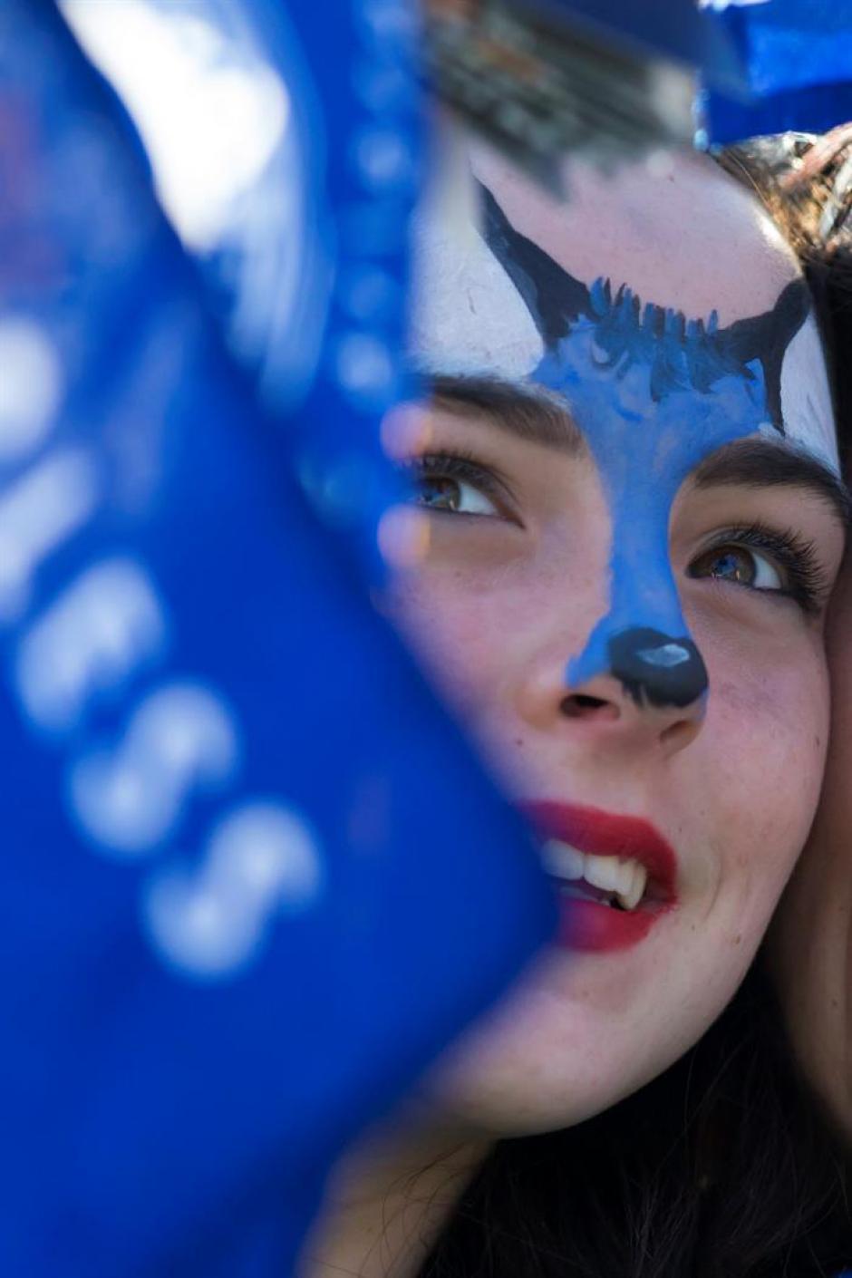 Los rostros pintados no faltaron en el desfile. (Foto: EFE)
