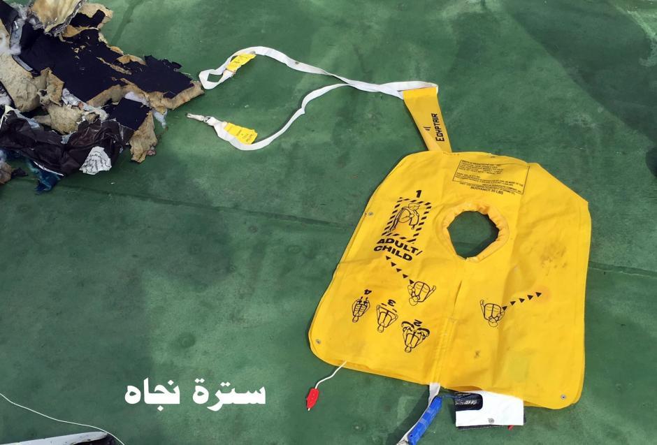 Un salvavidas abierto fue encontrado en el mar.  (Foto: EFE)