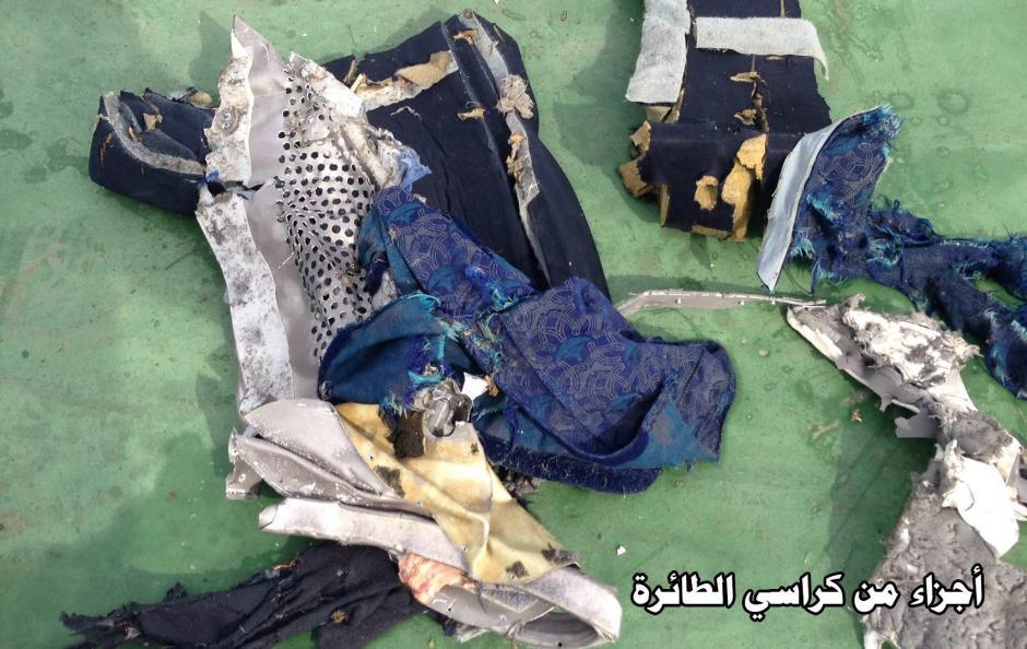También fueron encontrados objetos personales de las víctimas. Foto: EFE)
