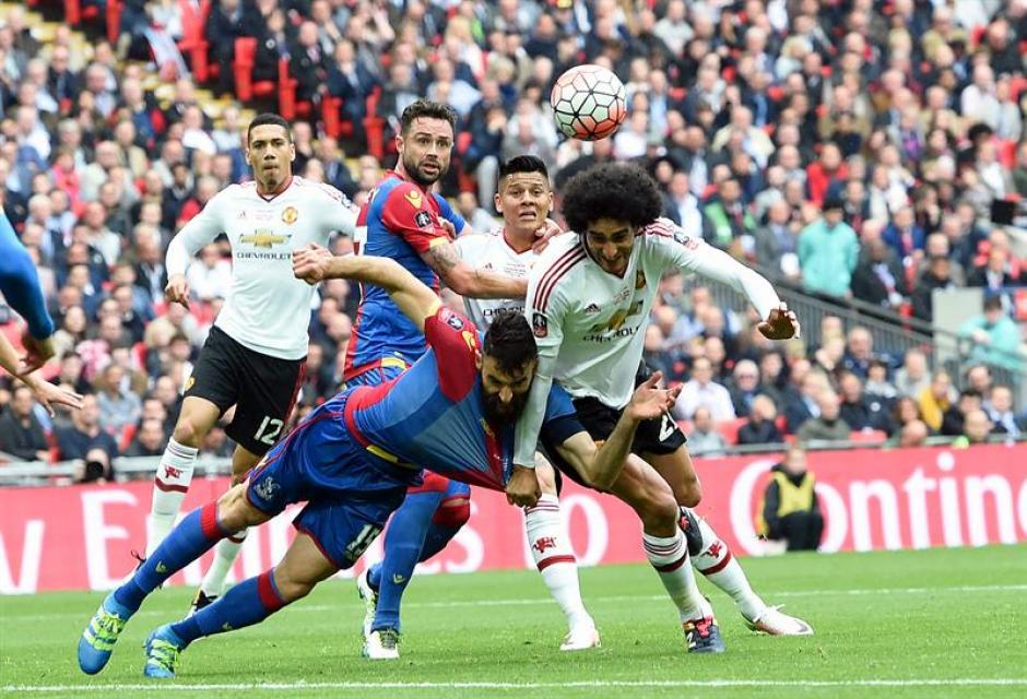 El partido fue intensamente disputado: (Foto: EFE)