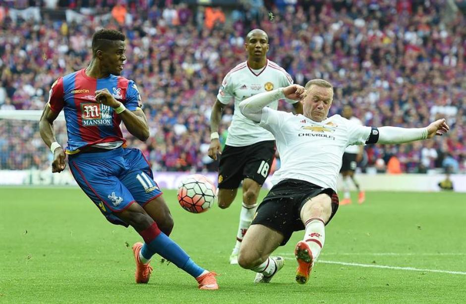 Rooney sigue aportando calidad y mucha entrega en cada partido. (Foto: EFE)