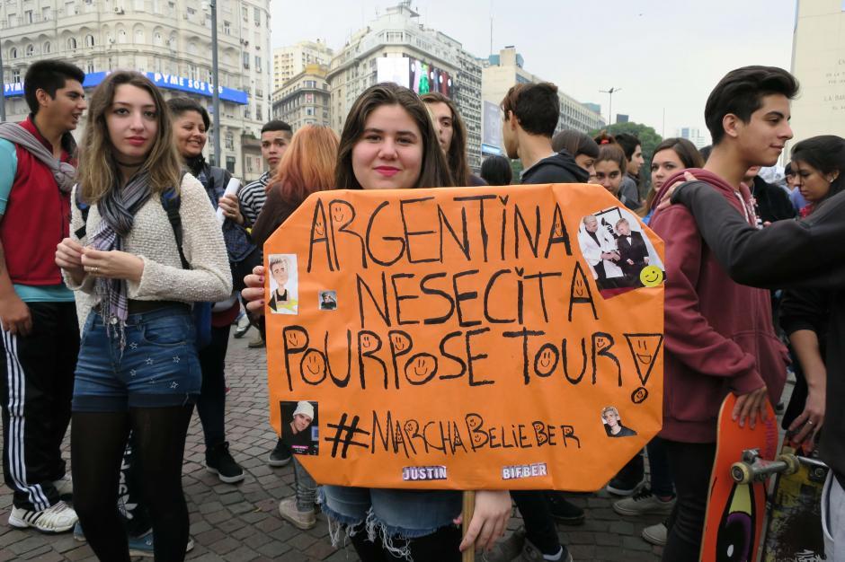 Seguidores de Justin Bieber exigieron el libre ingreso de su ídolo a Argentina. (Foto: EFE)