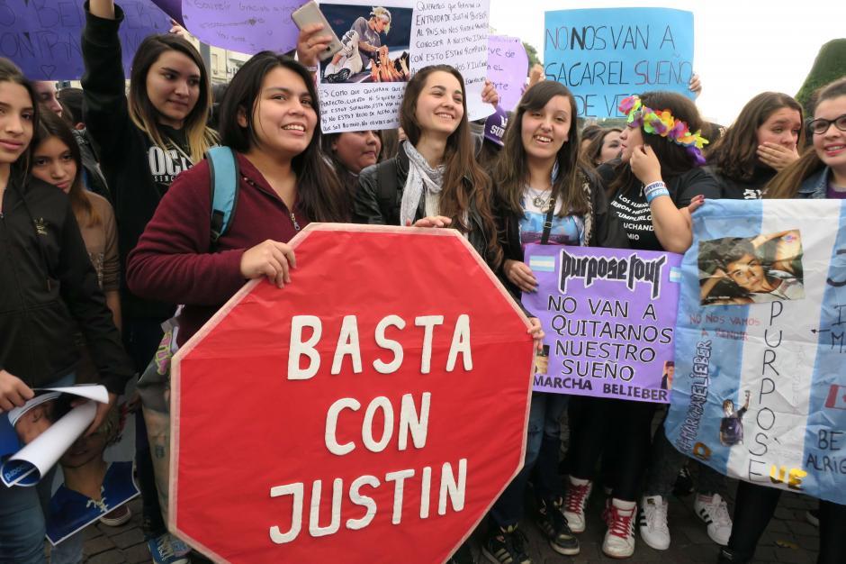 Las fans del canadiense buscan con la medida, el libre ingreso de Bieber al país. (Foto: EFE)