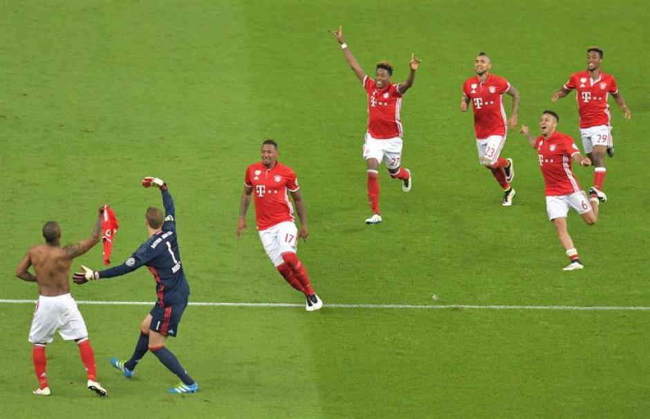 Así fue el festejo al concluir el partido. (Foto: EFE)