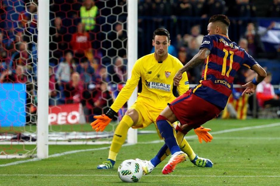 Neymar tuvo un par de opciones pero no las concretó. (Foto; EFE)