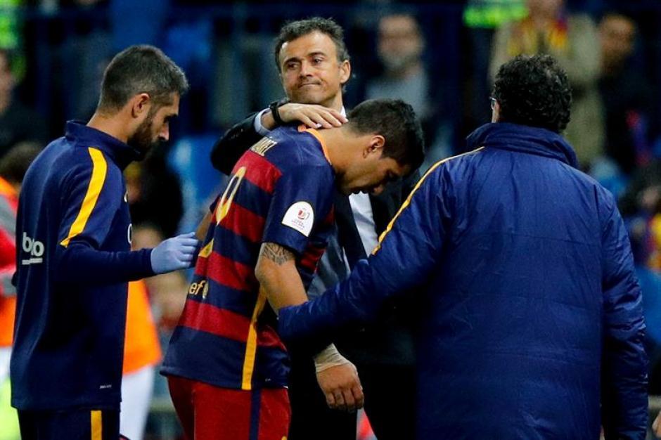 El entrenador Luis Enrique consoló a su delantero. (Foto: EFE)