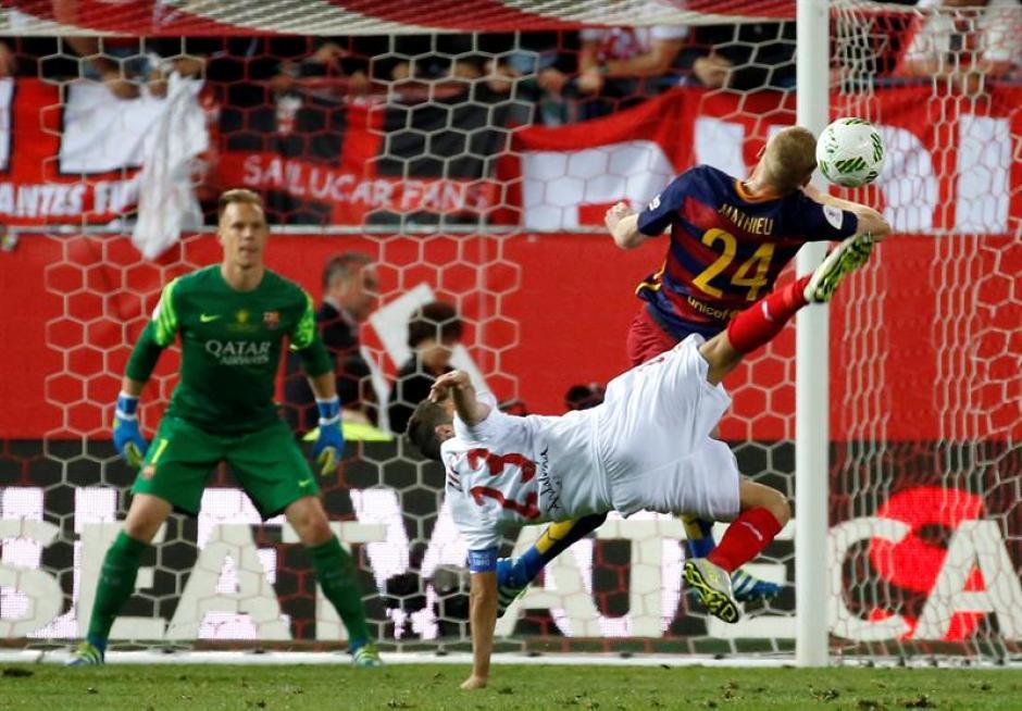 Los del Sevilla buscaron con todo el empate. (Foto: EFE)