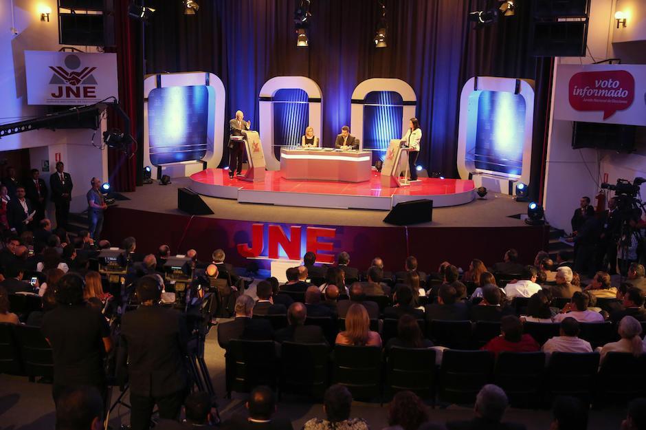 El domingo Fujimori y Kuczynski participaron en el primer debate presidencial de cara a la segunda vuelta electoral. (Foto: EFE)