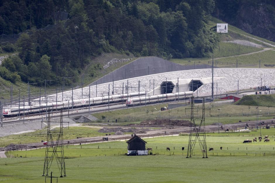 El nuevo túnel ferroviario de base de San Gotardo, ubicado en el sur de Suiza, se inaugura para batir dos récords simultáneamente: el de más largo y de más profundo del mundo. (Foto: EFE)