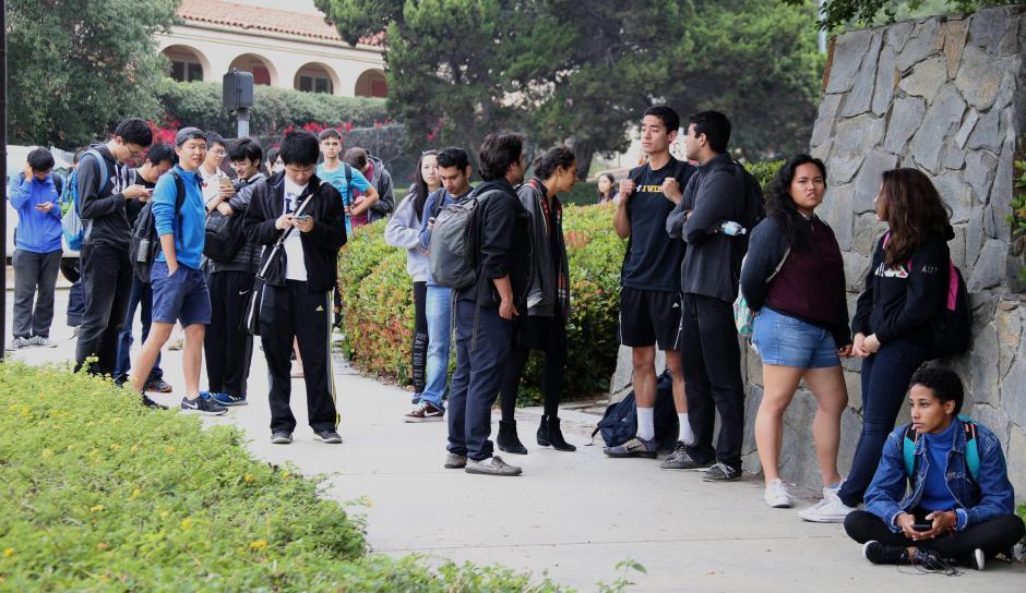 Los alumnos recibieron mensajes y correos de alarma para que no se acercaran al campus. (Foto: EFE)