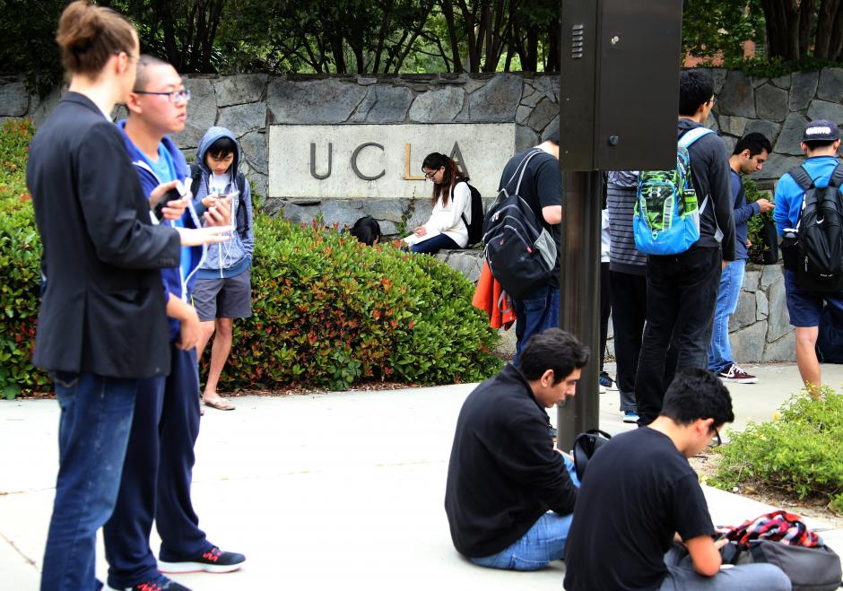 La UCLA cuenta con una gran comunidad latina entre sus cerca de 40 mil estudiantes. (Foto: EFE)
