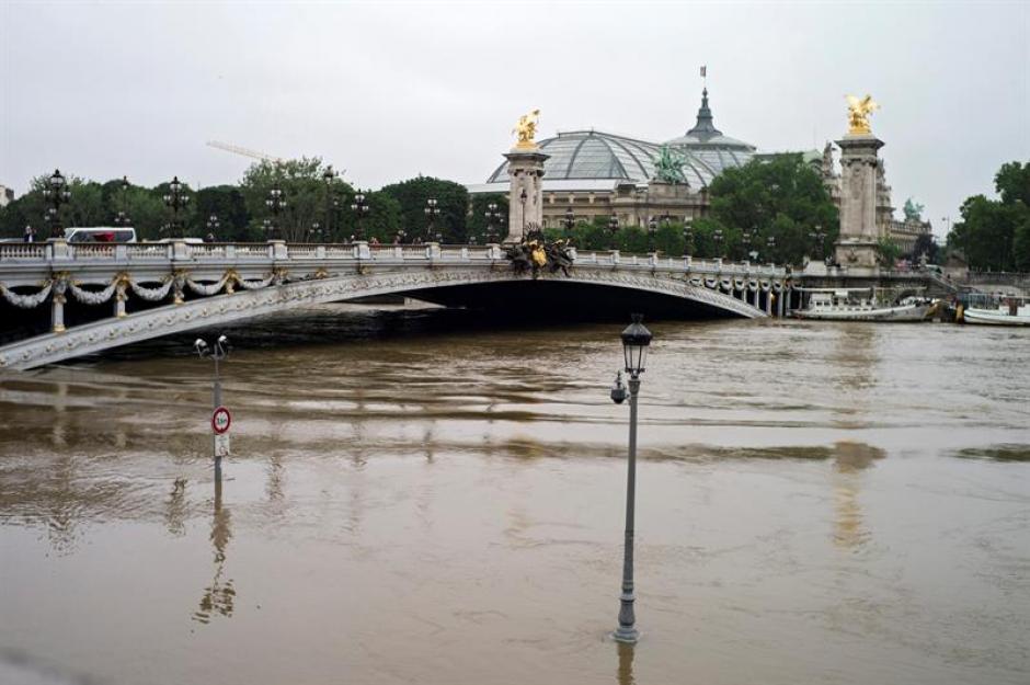 Vista general de la crecida del río Sena como consecuencia de las fuertes lluvias en París. (Foto: Efe)