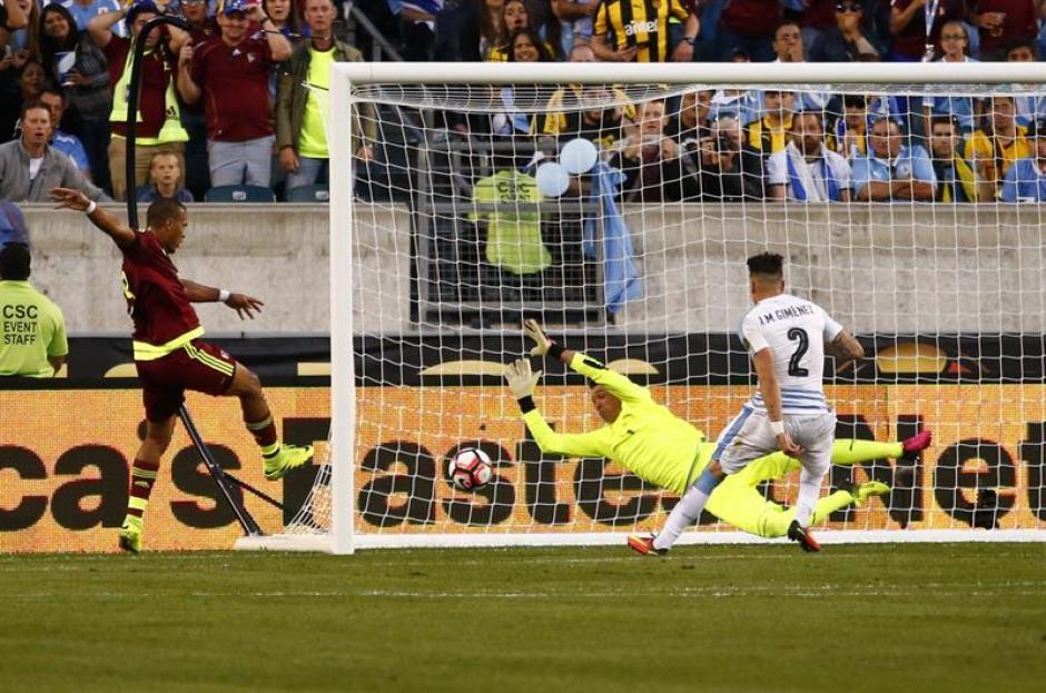 Así llegó el gol de Salomón Rondón. (Foto: EFE)