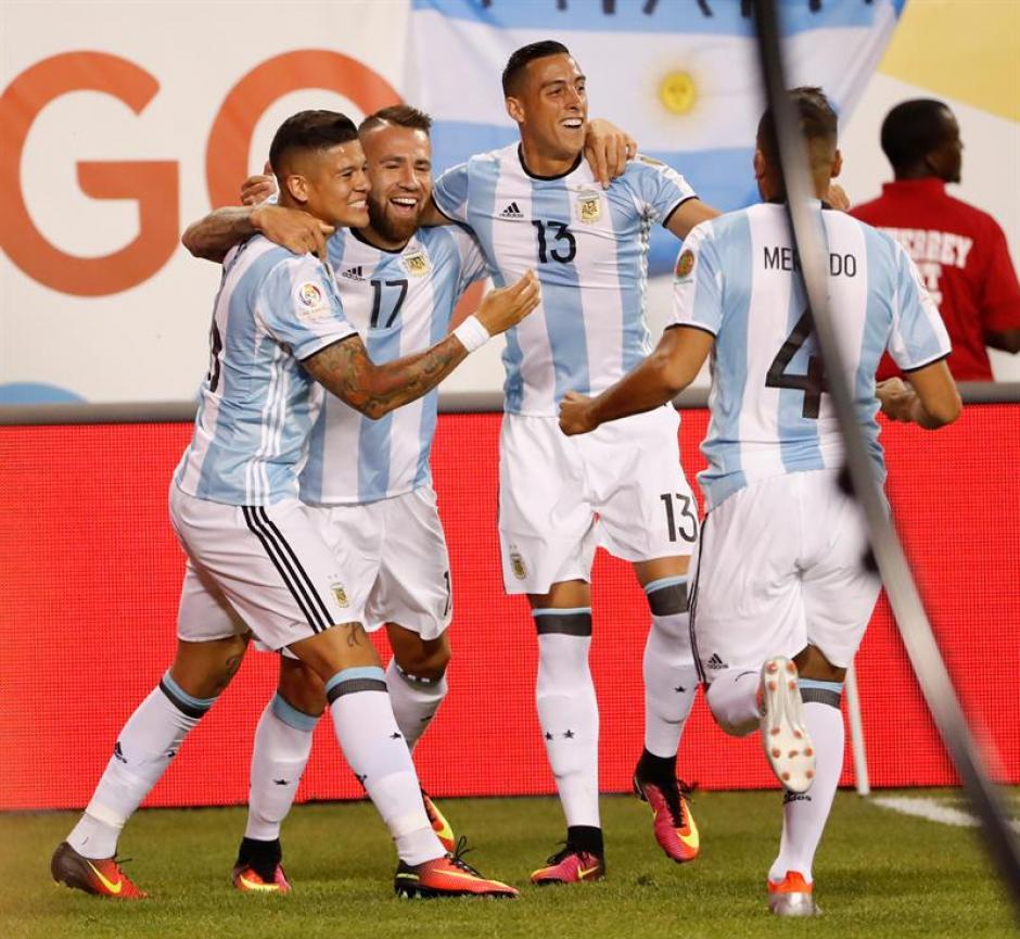 Los argentinos festejaron el triunfo sobre Panamá. (Foto: EFE)